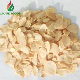 China Natural Color Taste Dried Garlic Granules Flakes Max 8% Moisture Carton Packing supplier