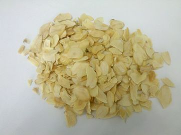China Reataurant Dehydrated Garlic Flakes / Dried Garlic Chips Whole Part For Cooking distributor