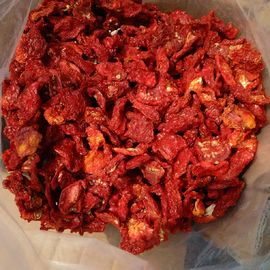 China Bright Red Sun Dried Tomato Flakes , Food Dehydrator Tomatoes factory
