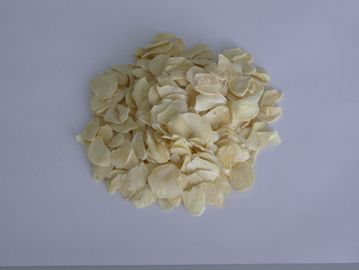China Light Yellow Dried Sliced Garlic / Sweasoning Dried Garlic Flakes distributor